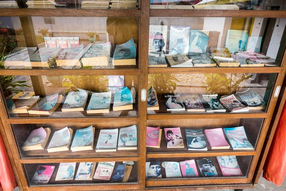 Bookcase in Rumah Bung Karno