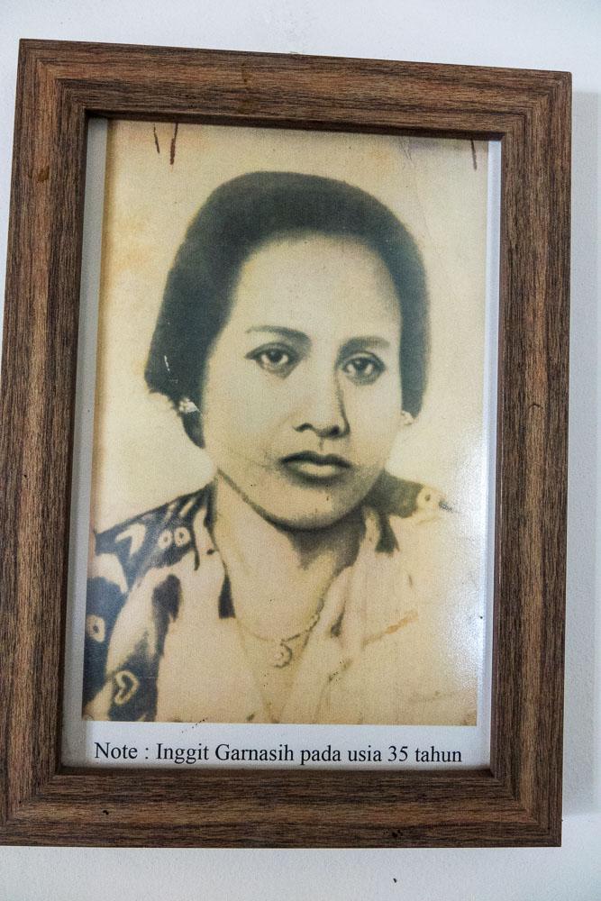 Soekarno's wife, Inggit