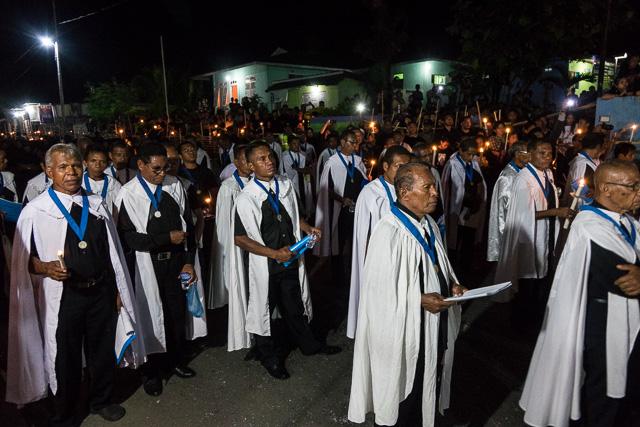 Holy men provide singing