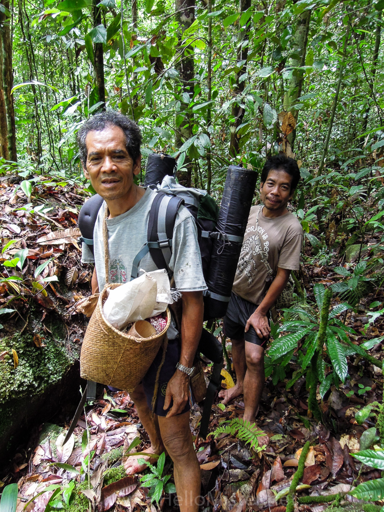 Kudangan trek guides - see orangutan and meet dayak people in kalimantan