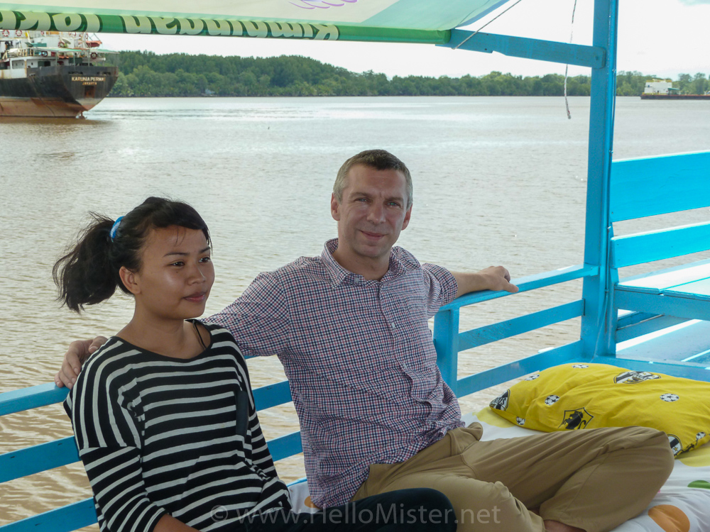 Relaxing on the klotok - see orangutan and meet dayak people in kalimantan