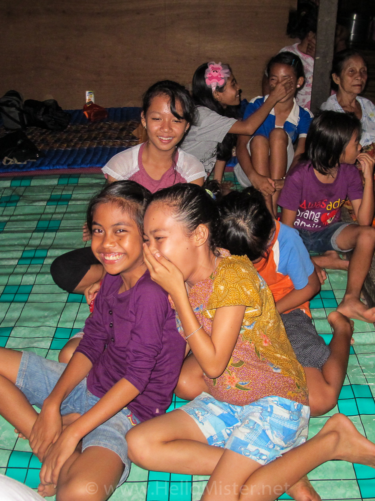 Kudangan kids - see orangutan and meet dayak people in kalimantan
