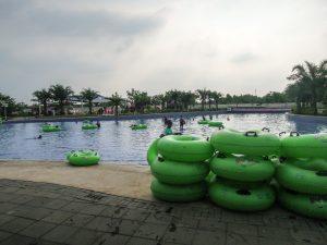 Empty wave pool at 4 o'clock at Go Wet Waterpark Grand Wisata Bekasi