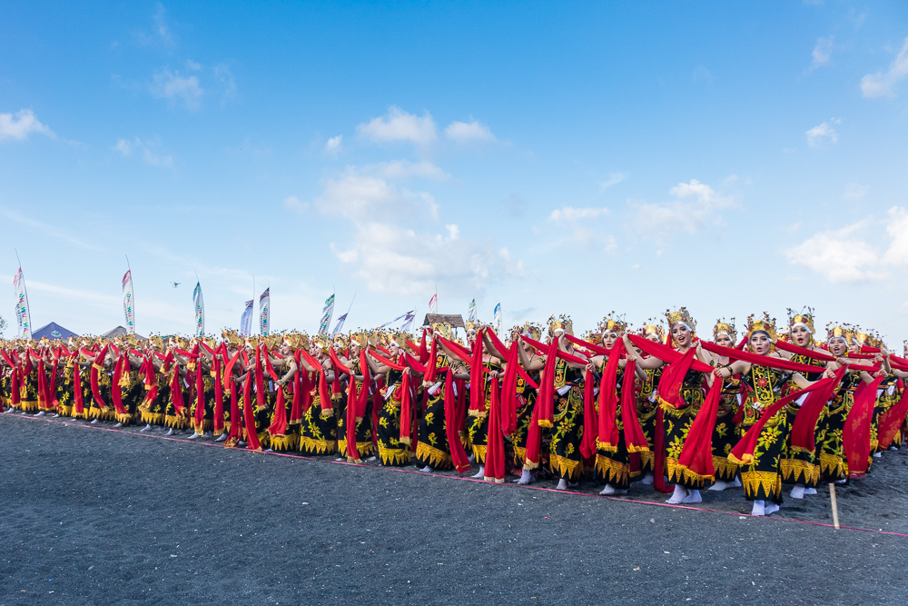 A phlanx of dancers in tortoise formation - See Gandrung Sewu in Banyuwangi