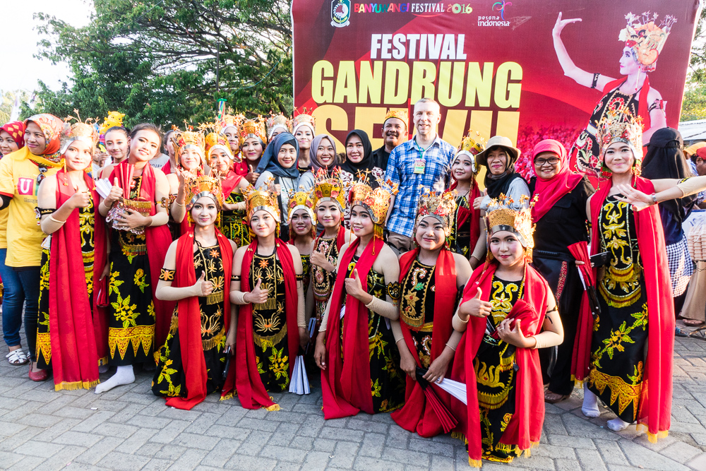 Selfies with a school group - See Gandrung Sewu in Banyuwangi