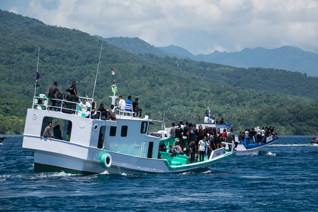 Tuna boat loaded with people - Holy Week procession in Larantuka