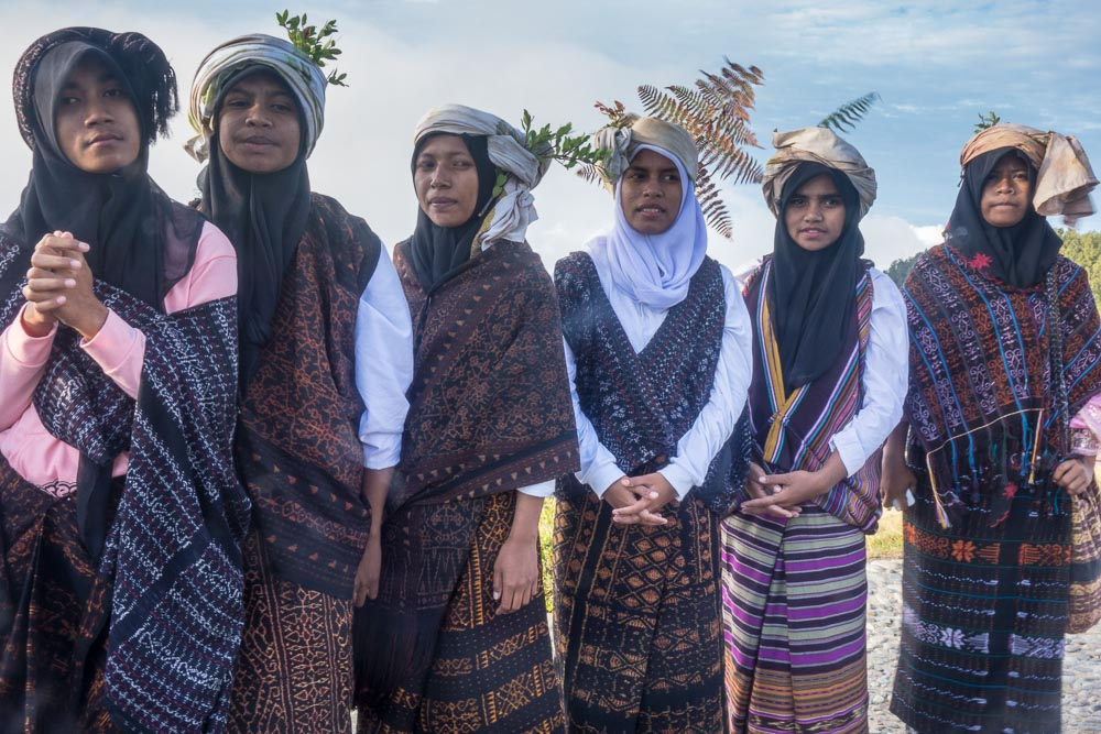 Ethnic clothes on Kelimutu
