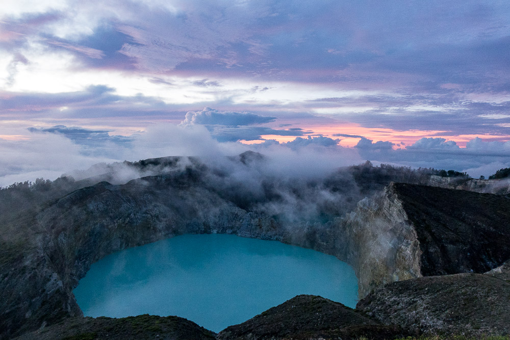 Kelimutu lake at dawn