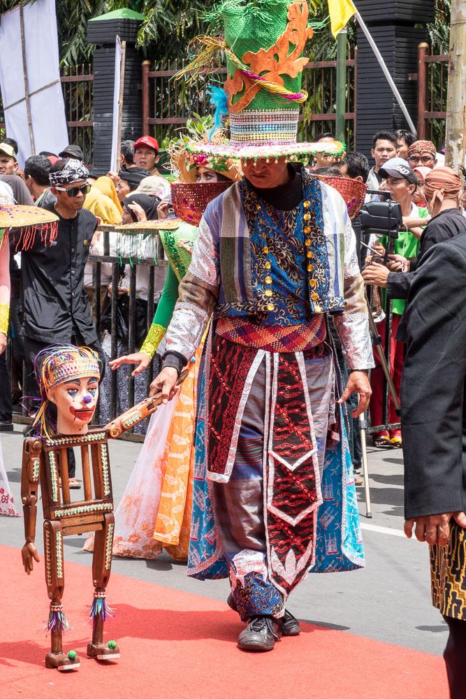 Strange walking puppet boy - Tasikmalaya October Festival