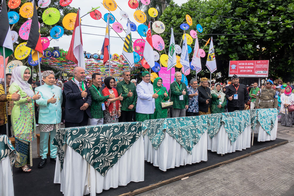 Signing the MOA between Tasikmalaya, Philippines, Germany, and Palestine. - Tasikmalaya October Festival