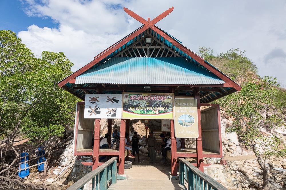 Loh Buaya Pulau Rinca - Komodo Island Adventure